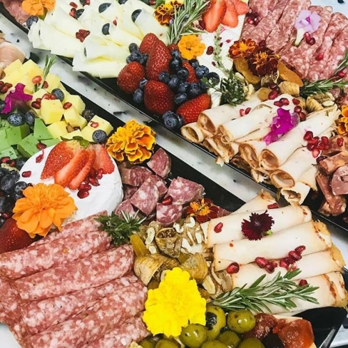 Planning a party? Not without a visit to @thewholefruitandgrocerystore you're not. Make it one to remember with a mouth-watering custom platter! . . . #fruitandveg #groceries #foodie #goodeats #hungry #southgate #southgate #sylvania #southgateshoppingcentre #byISPT